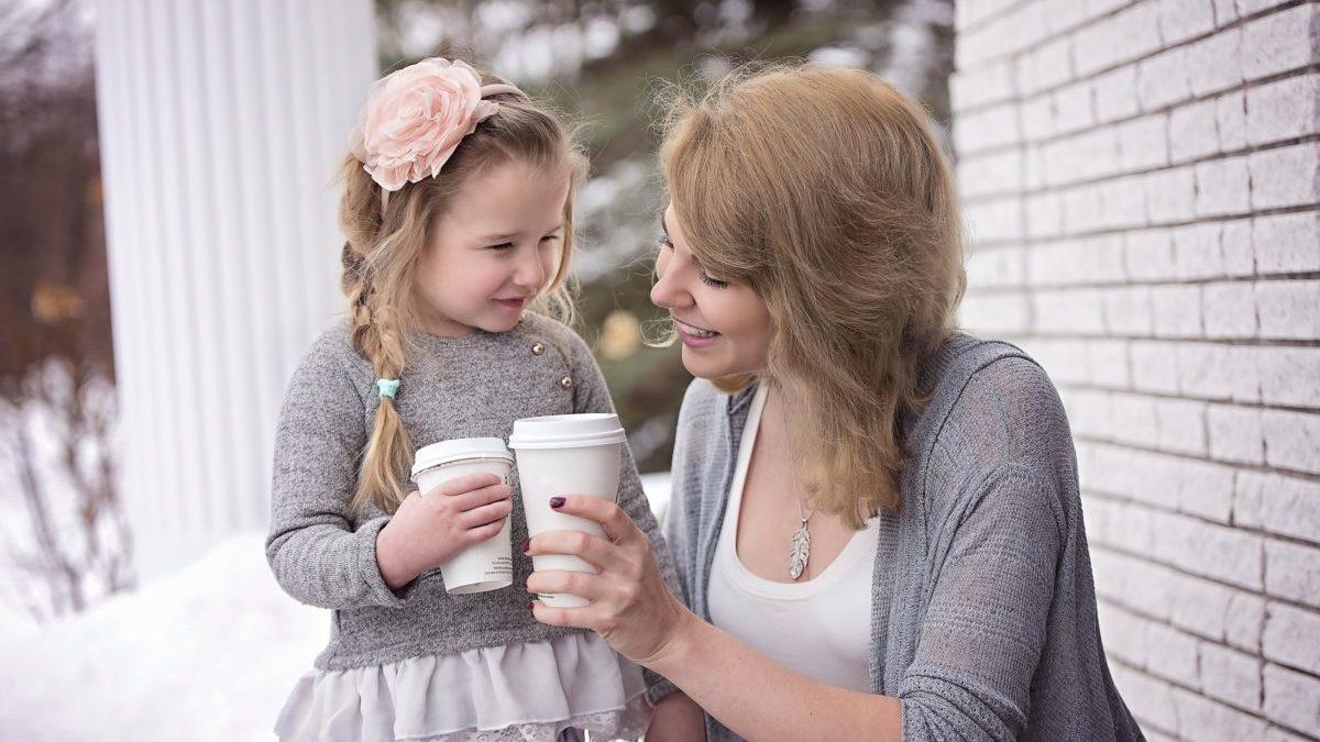 女の子 母 飲み物