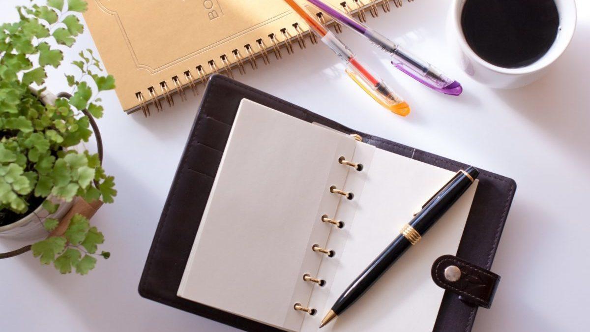 ノートとペンのイメージ