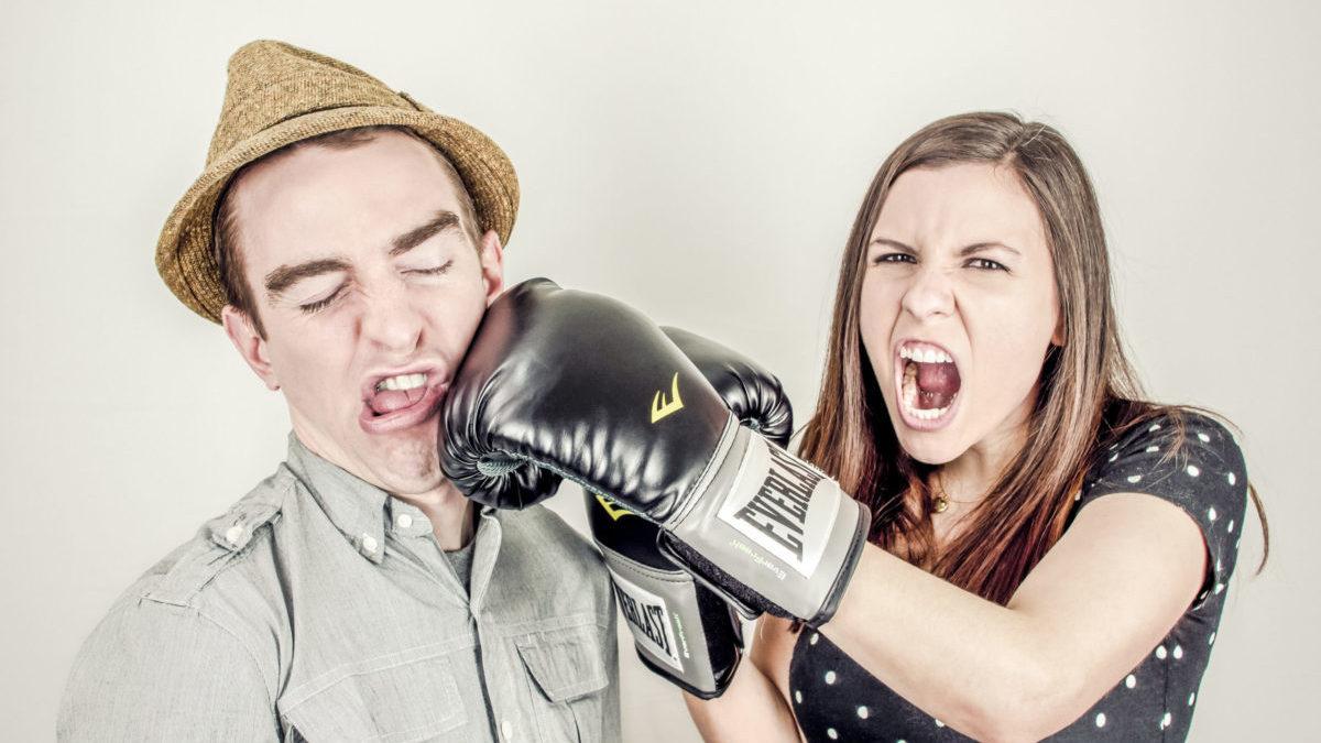 ボクシングで殴る