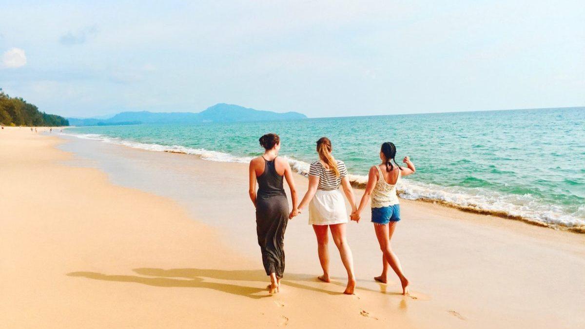 ビーチ散歩
