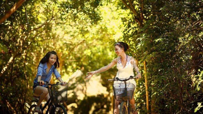 自転車の2人に女の子
