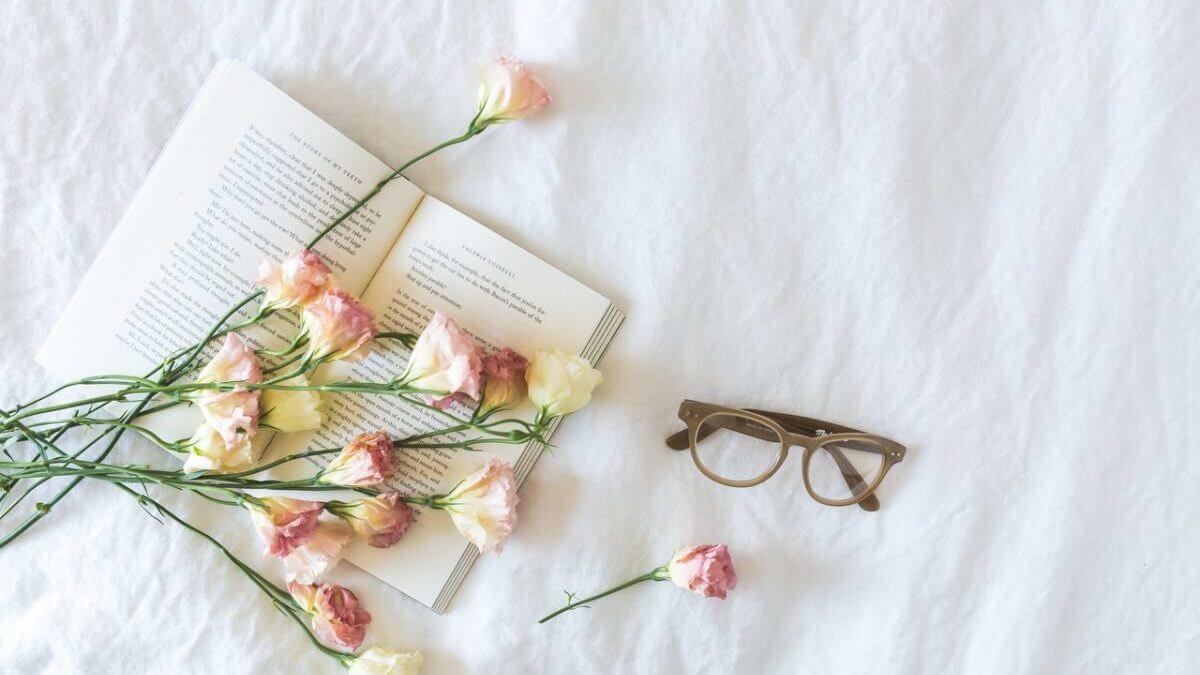 花とメガネ