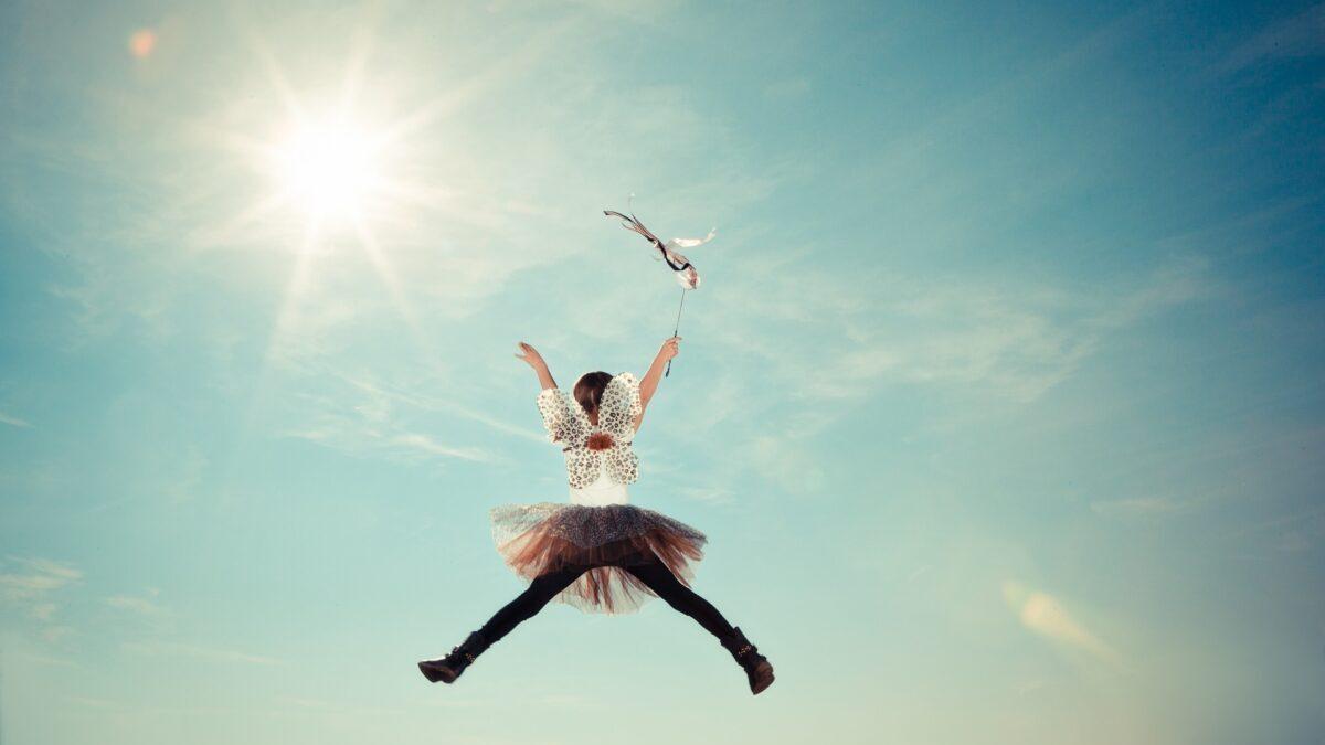 ジャンプしている女の子